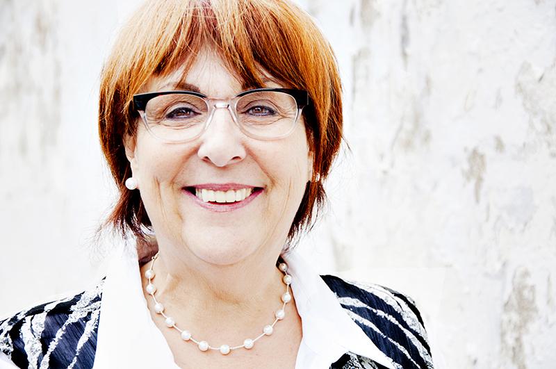 Diane Raymond, poste 225, est adjointe administrative à la comptabilité de Communautique.